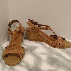 ✨✨clarks size 7.5 beautiful wedge sandals ✨✨